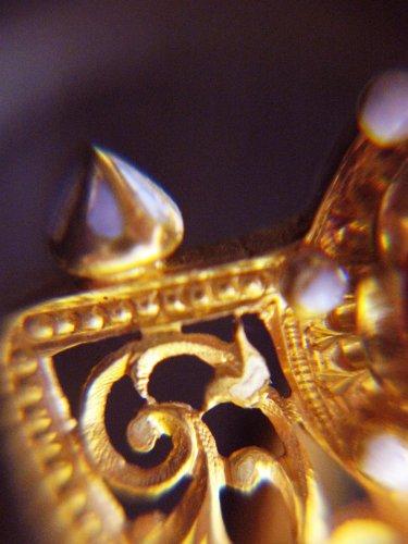 19th century - Pair of gothic revival earrings, cornelian cameos