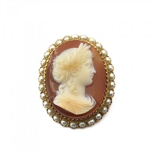 Cameo brooch late 19th century