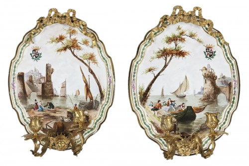 Pair of appliques in painted porcelaine and gilde bronzes
