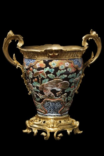 - Vase in polychrome porcelain and bronze