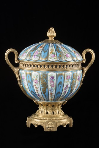 A late 19th century Porcelain and bronze Centerpiece - Decorative Objects Style