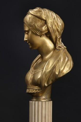 "Sculpture  - Sculpture depicting ""Madonna"""