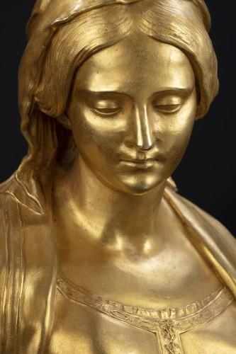 "18th century - Sculpture depicting ""Madonna"""