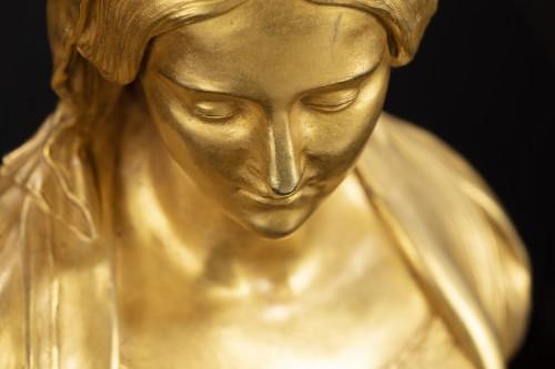 "Sculpture depicting ""Madonna"" -"