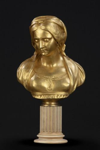 "Antiquités - Sculpture depicting ""Madonna"""