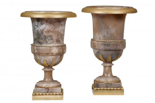 Vases in alabaster and bronze