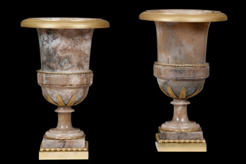 Vases in alabaster and bronze - Decorative Objects Style Directoire