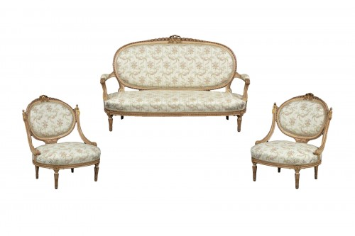 1 sofa and 2 marquise