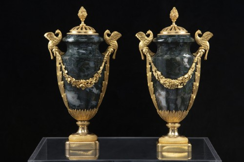 Pair vases in Urals jasper stone and bronzes - Decorative Objects Style Louis XVI
