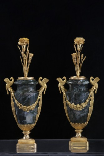 Decorative Objects  - Pair vases in Urals jasper stone and bronzes