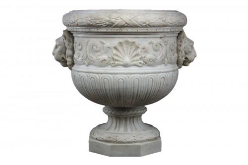 Vase in white statuary marble
