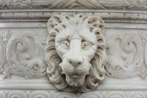 Vase in white statuary marble -