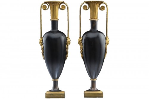 Pair of Bronze vases of the late 18th century