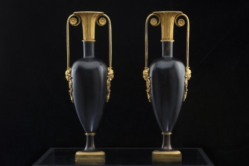 Pair of Bronze vases of the late 18th century -