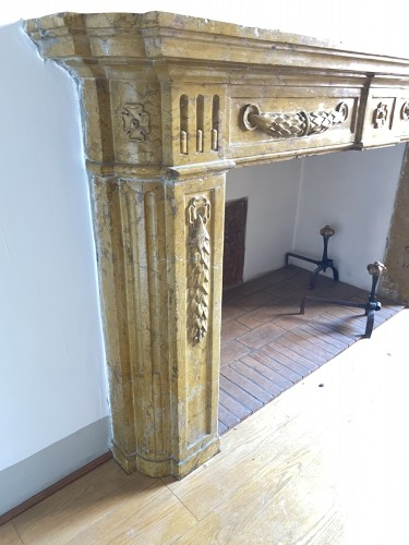 18th century - Fireplace in yellow Verona marble