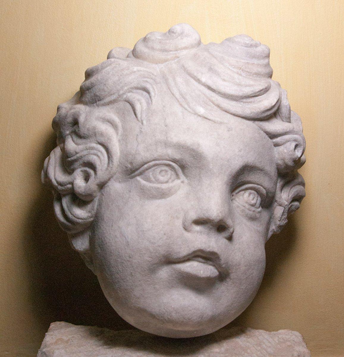 t te de putto ou d 39 ange en marbre vers 1700 xviiie si cle. Black Bedroom Furniture Sets. Home Design Ideas