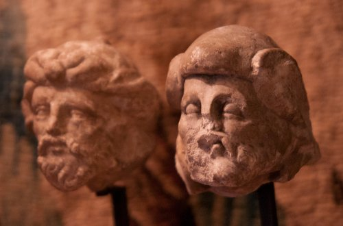 Two limestone carved heads circa 1530, attributed to the Master of Rumilly - Sculpture Style Renaissance