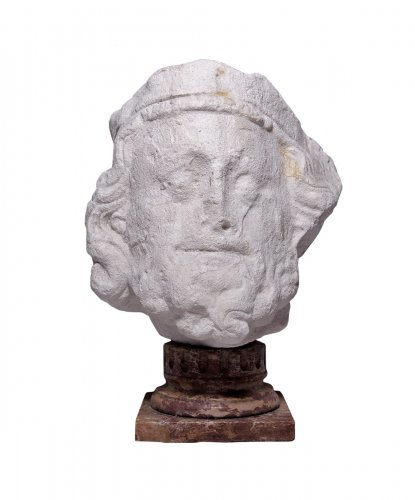 Crowned king's head, 14th century