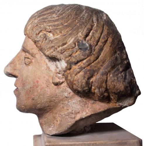 16th century - Head of a man in polychrome limestone, fifteenth century