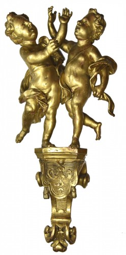 Pair of angels on a console, gilt wood, Regence period
