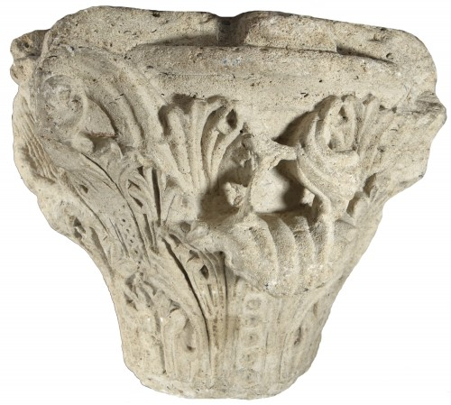 Romanesque-Gothic capital circa 1150-1160 - Middle age