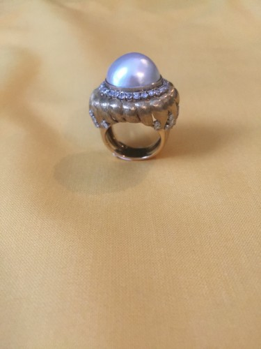 Antique Jewellery  - Ring with a MABE pearl and diamonds .