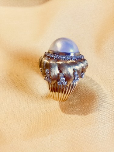 Ring with a MABE pearl and diamonds . -