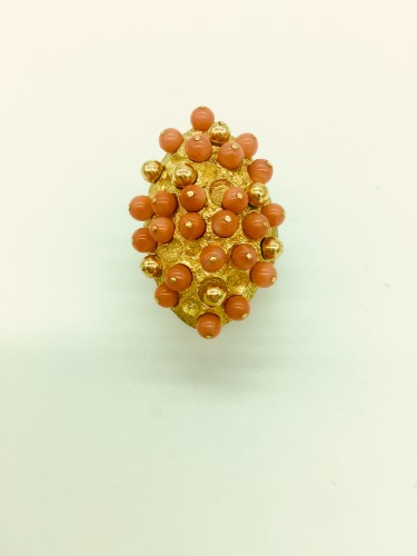 Gold and coral angel skin ring . - Antique Jewellery Style