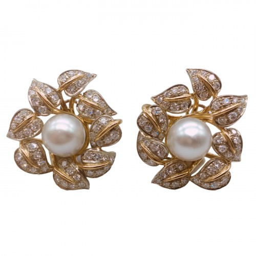 Earrings gold diamonds and pearl .