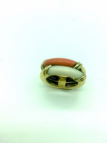 MELLERIO : beautiful ring with coral two colors . - Antique Jewellery Style