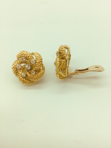 Antique Jewellery  - A pair of diamond and gold earclips : by VAN CLEEF and ARPELS