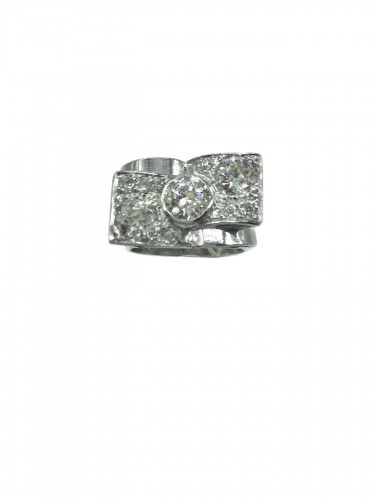 Art DECO  ring : with 3 diamonds ..