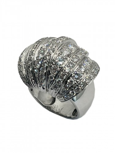 Art DECO platinum ring with diamonds .