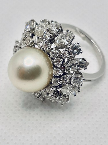 Gold ring center south sea pearl surrounding by diamonds . - Antique Jewellery Style