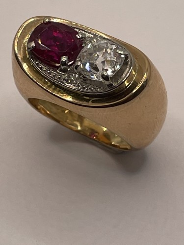 Gold ring by MELLERIO, non heated ruby and diamond - Antique Jewellery Style
