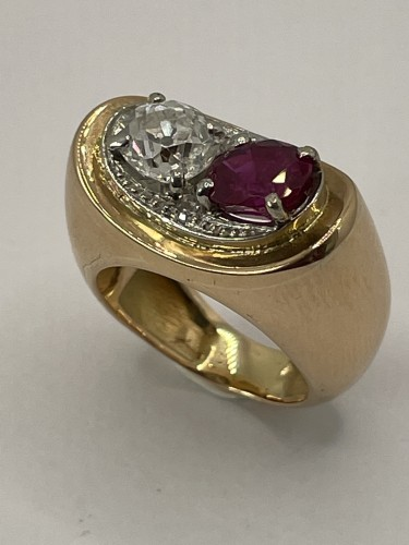 Antique Jewellery  - Gold ring by MELLERIO, non heated ruby and diamond