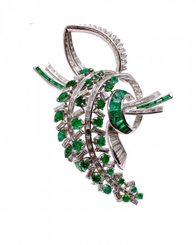 Gold Brooch :Emerald and diamonds circa 1950 / 1960