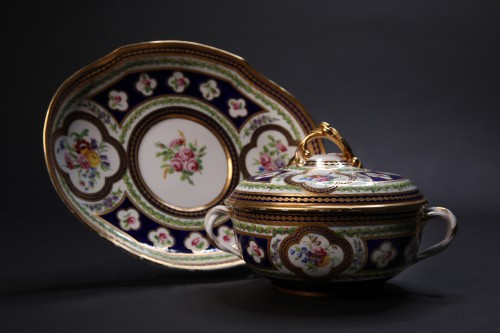 Broth bassin and its stand, Sèvres 1786 - Porcelain & Faience Style Louis XVI