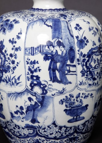 Great bottel vase, Delft, 1700-1720 - Porcelain & Faience Style