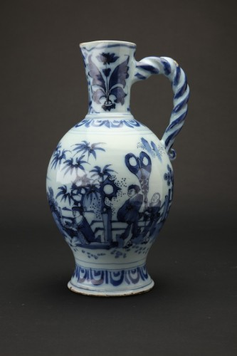 Antiquités - Great blue and white ewer, Delft, 1690