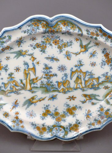 18th century oval faience platter from Lyon - Porcelain & Faience Style