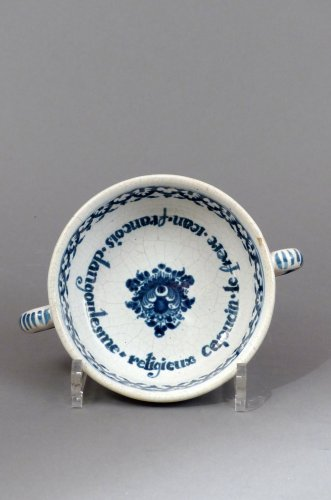 "Faience of Paris ""bol à capucin"" dated 1733 - Porcelain & Faience Style French Regence"