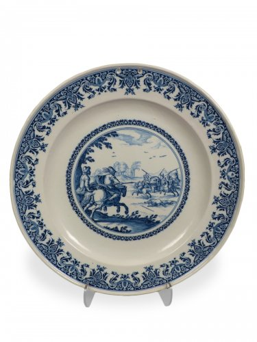 17th century Moustiers platter with hunting scene decor