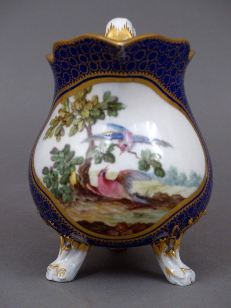 Pot lait en porcelaine tendre de s vres vers 1770 for Decoration sur porcelaine