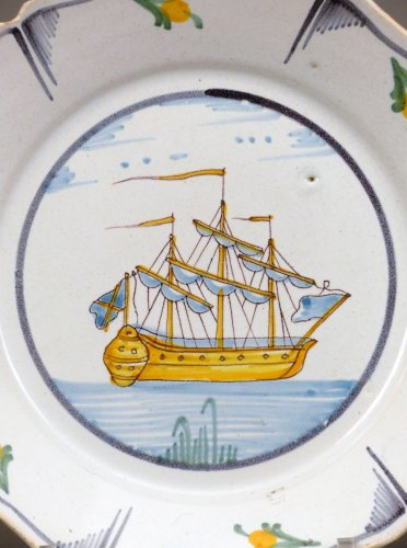 A Louis XV faience plate from Nevers - Porcelain & Faience Style Louis XVI