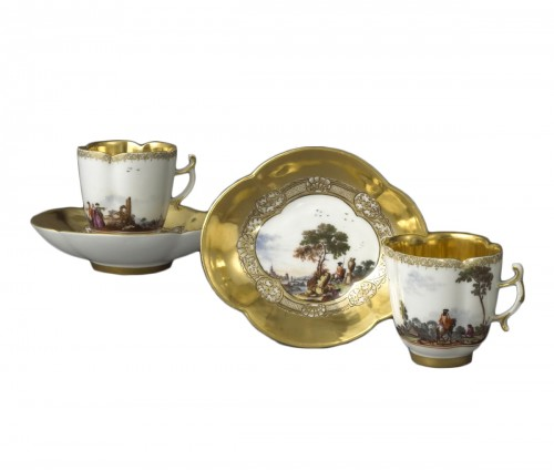 Pair of Meissen cups and saucers circa 1727 - 1728