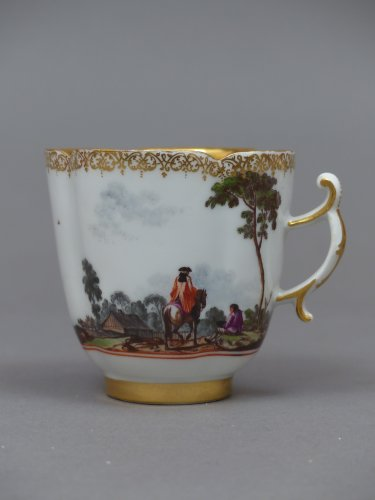 Pair of Meissen cups and saucers circa 1727 - 1728 - French Regence