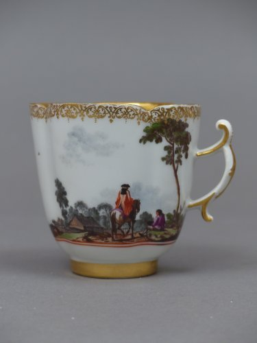 French Regence - Pair of Meissen cups and saucers circa 1727 - 1728