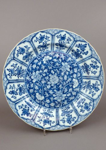 Chinese Kangxi blue and white porcelain platter, 17th century