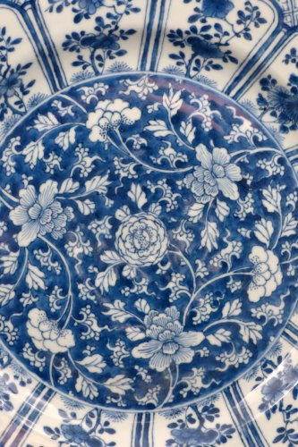 Porcelain & Faience  - Chinese Kangxi blue and white porcelain platter, 17th century